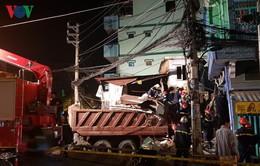Xe ben đâm sập nhà dân ở TP.HCM, 3 người nguy kịch
