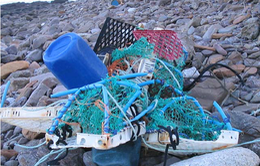 Trục vớt 2 tấn lưới đánh cá nhựa trên biển Hy Lạp
