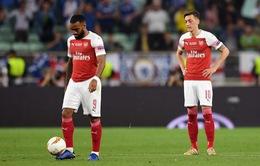 """Không khí """"đưa đám"""" trong phòng thay đồ Arsenal sau trận thua thảm Chelsea"""