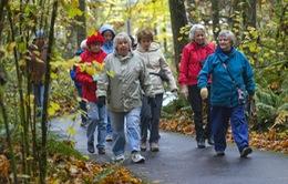 Phụ nữ lớn tuổi đi bộ 7.500 bước mỗi ngày sẽ sống thọ hơn