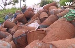 Liên tiếp xảy ra tình trạng đổ trộm chất thải công nghiệp trên Đại lộ Thăng Long