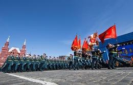 Xe bọc thép, nhiều trang thiết bị quân sự hiện đại  đổ về Moscow chuẩn bị lễ duyệt binh