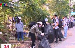 """Hàng nghìn người tham gia nhặt rác hưởng ứng """"Ngày tử tế"""""""
