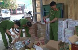 Bắt giữ khối lượng lớn thực phẩm và phụ gia thực phẩm nhập lậu