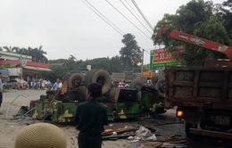 Xe quân sự bị lật trên đường đi huấn luyện