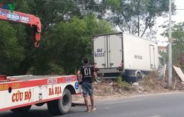Ô tô tải bất ngờ lao qua làn ngược chiều, tông chết nữ công nhân