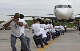 Thi kéo máy bay... làm từ thiện