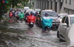 Mưa lớn đầu mùa khiến nhiều tuyến đường ở TP.HCM bị ngập