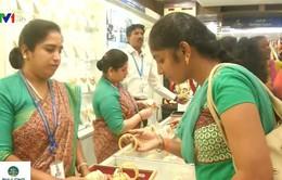 Người dân Ấn Độ nô nức đi mua vàng giảm giá dịp lễ hội