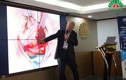"""Tiến sĩ hàng đầu châu Âu chia sẻ kinh nghiệm """"Điều trị vỡ xương hốc mắt"""""""