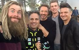 """Dàn sao Avengers """"bung lụa"""" liên tục chia sẻ các cảnh hậu trường"""