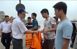 Cứu 6 thuyền viên gặp nạn trên biển Thái Bình