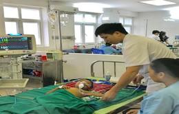 Uống thuốc lá dân tộc: bé 5 tuổi suy gan, sốc nhiễm trùng nguy kịch