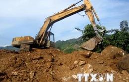 Khai thác trái phép đá thạch anh ở Nghệ An