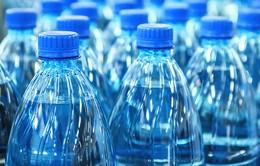 Uống nước đóng chai nhiều làm tăng lượng vi nhựa đưa vào cơ thể