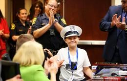 Bé 10 tuổi vừa khỏi ung thư được làm cảnh sát trưởng một ngày