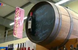 """Rượu vang Pháp trở thành """"điểm nóng"""" thương mại mới"""