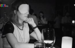 Trải nghiệm ăn trong bóng đêm tại Mexico