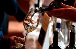 Tổng thống Mỹ dọa đánh thuế rượu vang Pháp