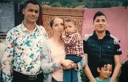 Em bé nhỏ tuổi nhất bị tách khỏi cha mẹ vượt biên vào Mỹ