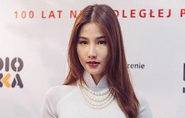 """Diễm My 9X diện áo dài trắng tinh khôi, """"bắn"""" tiếng Anh như gió ở Tuần lễ phim Việt Nam tại Ba Lan"""