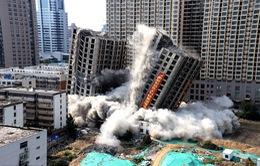 Trung Quốc giật sập 2 tòa chung cư cao 20 tầng vì xây dựng trái phép