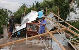 Lốc xoáy làm sập nhà tại An Giang và TP Cần Thơ