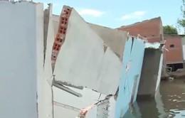 Nhiều nhà dân tại ĐBSCL bị sập do sạt lở