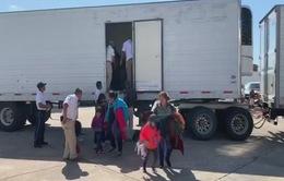 Mexico cung cấp chuyến bay 1 USD cho người di cư