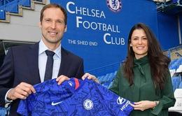 Cựu sao Arsenal bất ngờ tới Chelsea làm việc
