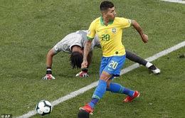 """VIDEO: Firmino lại gây sốt với bàn thắng """"sút không cần nhìn"""" vào lưới ĐT Peru"""
