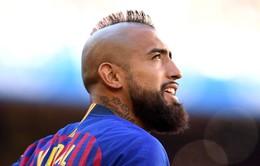 """Vidal lại """"cơm chẳng lành, canh chẳng ngọt"""" với Barcelona"""