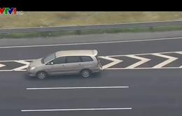 Liên tiếp phát hiện 3 ô tô đi lùi trên cao tốc Hà Nội - Hải Phòng