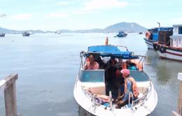 Nhiều rủi ro từ tàu cá chở du khách