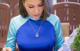 Ca sĩ Ngọc Phạm duyên dáng trong vai trò giám khảo cuộc thi hát