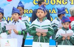 Quỹ Tấm lòng Việt trao tặng hàng nghìn suất quà cùng học bổng tới học trò nghèo trong 5 tháng đầu năm 2019