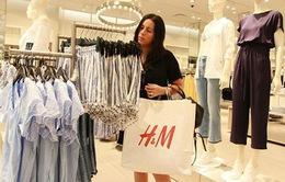 Một loạt hãng thời trang bán quần áo tái sử dụng