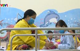 Trẻ sống chung với người hút thuốc nguy cơ cao mắc bệnh về đường hô hấp