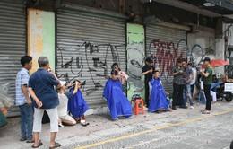 Ấm lòng tiệm cắt tóc miễn phí cho người nghèo