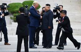 Những hình ảnh ấn tượng từ cuộc gặp lịch sử giữa Trump - Kim tại DMZ