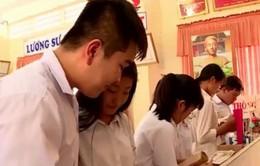 Cô giáo truyền tình yêu sách cho học trò