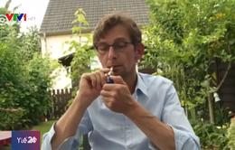 Hút thuốc trong sân vườn phải theo... thời khóa biểu