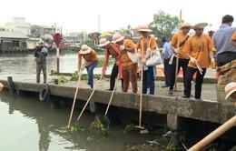 Vĩnh Long: Dọn rác trên sông trong Ngày Môi trường Thế giới