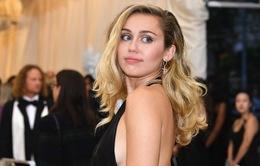 Bị fan cuồng sàm sỡ giữa đám đông, Miley Cyrus phẫn nộ