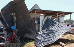Mưa lớn và lốc xoáy gây thiệt hại ở Nam Bộ