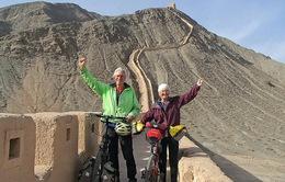 Cặp vợ chồng 60 tuổi đi du lịch 16 nước bằng xe đạp