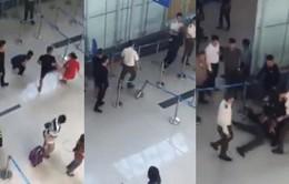 Cấm bay 1 năm hành khách đánh nhân viên hàng không