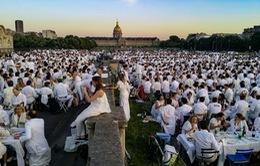 """Trên 10.000 người Pháp dự """"Bữa tối Trắng"""" để kết nối cộng đồng"""