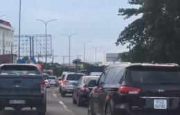 Nhiều tài xế bức xúc vì kẹt xe nghiêm trọng trên đường cao tốc TP.HCM - Long Thành - Dầu Giây