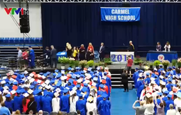 Cả khán phòng yên lặng khi chàng trai tự kỷ nhận bằng tốt nghiệp